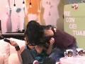 Solange F. é beijada por apresentadora
